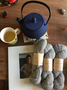 Nyt garn og strikkebog fra  Isager og tepotte fra Skagen👍😎👏