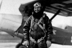 Janina Lewandowska - córka bohatera narodowego, jedyna kobieta zabita w Katyniu.Pierwsza w Europie kobieta która skoczyła ze spadochronem z 5000 tyś. metrów.