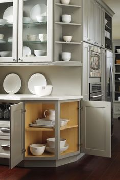 Let Homecrest Cabinetry help you design a kitchen that works for you! Find design inspiration and storage solutions for your kitchen remodel so you can make the most of your space.