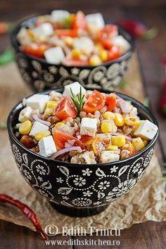 Salata cu hrisca si rosii cherry - o salata hranitoare, satioasa si sanatoasa, cu hrisca, telemea, rosii cherry si purumb.