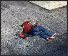 While Skate 3 came out two years ago, it seems that people are still enjoying its glitches and wonky physics. Skate 3, Funny Games, Glitch, Skateboarding, Beach Mat, Sims, Video Games, Outdoor Blanket, Jokes