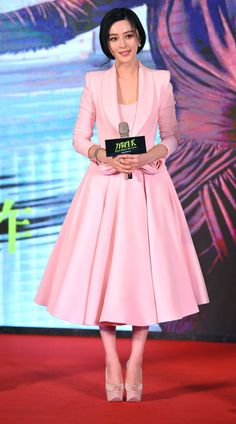 Superstar Fan Bingbing attends a press conference of her latest film 'Ever Since We Love' in a blush pink tailleur with rosette details by Ralph & Russo Couture. Olivia Palermo, Celebrity Red Carpet, Celebrity Style, Ralph & Russo, Fan Bingbing, Diana Penty, Couture Details, Chinese Actress, Hollywood Fashion