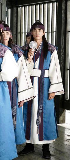花郎Hwarang... wow this.. look at Hyungsik style n his face expression..  make me wanna know more about him... cool.. hemmm