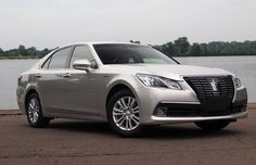 2016 Toyota Crown Review, Specs and Price - The interior associated with 2016 Toyota Crown blends tradition and development really nicely and produces a far greater and sound look that is interior.