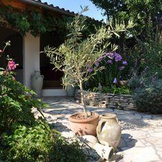 Gestapelde Natuurstenen Muren maken met vlakke Flagstones! Foto's Home Deco, Patio, Garden, Outdoor Decor, Plants, Google, Porches, Garten, Lawn And Garden