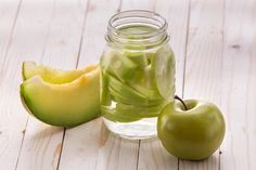 Infused-Water-Rezepte: Wasser mit Geschmack selber machen - WOMZ Healthy Eating Tips, Healthy Nutrition, Healthy Snacks, Healthy Recipes, Fruits And Vegetables, Veggies, Infused Water Recipes, Dieta Detox, Alcohol