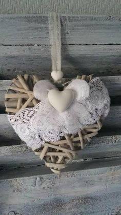 coeur rotin0 Lace Heart, Heart Art, Valentine Wreath, Valentines Diy, Diy Home Crafts, Creative Crafts, Shabby Chic Hearts, How To Make Paper Flowers, Crazy Hats