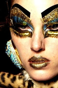 #Dramatic #Bold #Intense #Theatrical #Makeup #Look #Gold  ::)