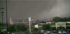 Profesora se embaraza después de que un tornado casi la mata. El ultrasonido reveló algo impensado