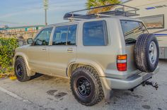 1999 isuzu trooper stock suspension, no body or lift of any kind and with 285 75 16 tires, american racing 767 rims safari style, safari basket, planet isuzu, kenda klever but tires, mt, it does fit no rubbing #isuzu #trooper #isuzutrooper #285 #kendaklever #klever #mudtires #mud John Collins, Super Troopers, The Trooper, American Racing, Land Cruiser, Offroad, 4x4, Transportation, Bike