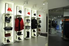 VISUAL MERCHANDISING IN SHOP - SISLEY