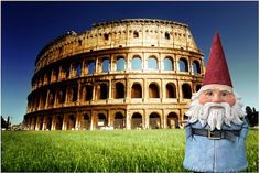 Travelocity Roaming Gnome in Roma at the Colosseo!