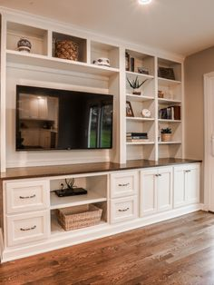 Built In Tv Wall Unit, Built In Tv Cabinet, Built In Shelves Living Room, Living Room Wall Units, Living Room Cabinets, Built In Bookcase, Built In Cabinets, Tv Built In, Built In Storage