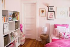 Check out this adorable sustainable kid's bedroom makeover from IKEA Brand Ambassadör Jeanine Hays of AphroChic!
