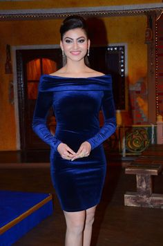 Indian Model Urvashi Rautela Looks Hot At Film Kaabil Promotion Bollywood Actress Hot Photos, Beautiful Bollywood Actress, Beautiful Indian Actress, Beautiful Actresses, Bollywood Heroine, Hot Actresses, Indian Actresses, Blue Gown, Indian Bollywood
