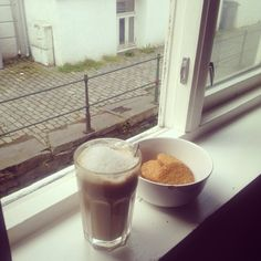 Breakfast / Lunch on the windowsill - Coffee, oat cookies & of course Spotify ☕️❤️ I just love quiet Sundays her in Bergen ❤️ #breakfast #lunch #weekend #Sunday #oatcookies #coffee #Bergen #bergen_by #mittbergen #mittvestland #home #iglife #igdaily #instapic #picoftheday #life #lifestyle #loveit #love #window #happy #smile #me #boy #guy #poweroftheday #sun #energy