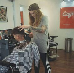 Bald Girl, Barber Shop, Hairdresser, Type 3, Haircuts, Stylists, Sexy Women, Classy, Facebook