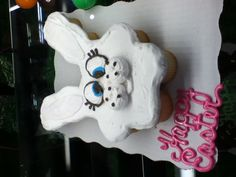 Cute Easter Cupcakes from wal-mart in oxford nc Oxford Nc, Easter Cupcakes, Piggy Bank, Christmas Ornaments, Drinks, Holiday Decor, Cute, Food, Xmas Ornaments