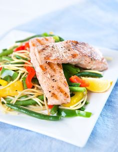 Špagety s restovanou zeleninou a lososem podle Kamily