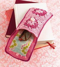 Transcendent Crochet a Solid Granny Square Ideas. Inconceivable Crochet a Solid Granny Square Ideas. Point Granny Au Crochet, Poncho Crochet, Crochet Case, Crochet Squares, Love Crochet, Crochet Gifts, Diy Crochet, Crochet Blocks, Blanket Crochet