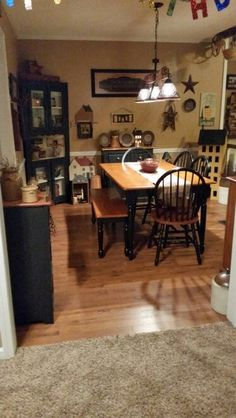 primitive homes decor Primitive Dining Rooms, Country Dining Rooms, Primitive Homes, Primitive Kitchen, Primitive Furniture, Primitive Country, Country Kitchens, Country Furniture, Country Homes