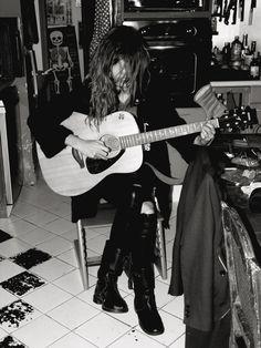 Lou Doillon guitar girl http://guitarclass.org