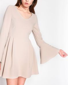 Image result for sukienki z rozszerzanymi rękawami