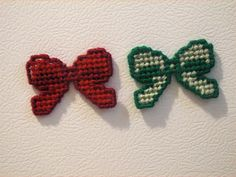 Christmas Bows Magnets Set of 2  Plastic Canvas by ShanaysCreation