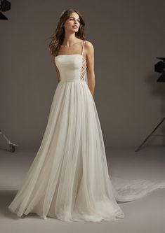 Dancing Lights: The new Pronovias 2020 collection on the w .- Pronovias Wedding Dresses The collection we were eagerly waiting for is here! Tulle Skirt Wedding Dress, Plain Wedding Dress, Western Wedding Dresses, Luxury Wedding Dress, Dream Wedding Dresses, Bridal Dresses, Wedding Gowns, Tulle Wedding, Wedding Dress Petite
