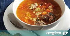 Σούπα με κεφτεδάκια από την Αργυρώ Μπαρμπαρίγου | Ιδανική για τις κρύες χειμωνιάτικες μέρες. Συνοδεύεται με τριμμένη παρμεζάνα και φρέσκο πιπέρι