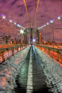 Snow Night Brooklyn bridge, NYC