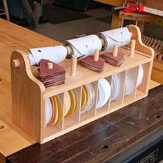 Shop Woodworking Bench top Sanding-Disc Caddy Woodworking Plan from WOOD Magazine Learn Woodworking, Woodworking Workbench, Easy Woodworking Projects, Popular Woodworking, Woodworking Furniture, Wood Furniture, Woodworking Techniques, Woodworking Workshop, Woodworking Inspiration