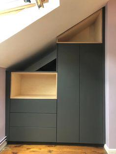 Attic Bedroom Designs, Attic Rooms, Bedroom Layouts, Bedroom Loft, Modern Townhouse Interior, Small Master Bedroom, Small Bedrooms, Attic Closet, Attic Storage