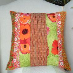 Housse de coussin anémones & fleurs orange et vert anis