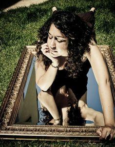 """""""Meditação é um espelho — e o mais fiel deles. Quem quer que entre em meditação arrisca-se a um confronto consigo mesmo. O espelho da meditação nunca mente, e também não elogia. Ele é imparcial e inocente e nunca projeta nada. Somente mostra exatamente sua face original real, a face que nós nunca mostramos ao mundo, a face que nós mesmos já esquecemos."""" #Osho, em Uma """"Xícara de Chá"""" Texto na integra em www.palavrasdeosho.com/2014/03/meditacao-espelho.html"""
