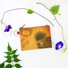 Poppy flower vintage print vegan coin purse from Viaggio collection by LAVISHY for wholesale to gift shops, clothing & fashion accessories boutiques, book stores in Canada, USA & worldwide. Online shopping at www.lavishy.ca Tech Accessories, Fashion Accessories, Gift Shops, Flower Vintage, Vegan Fashion, Boutiques, Vintage Prints, Poppy, Online Shopping