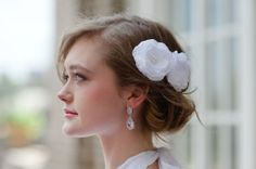 I have to be honest, I'd never really considered wearing a hair accessory at my own wedding. A simple veil or small fresh flower, yes, but I thought that anything else would be too much for me. Veil Hairstyles, Wedding Hairstyles With Veil, Wedding Hair Accessories, Fashion Accessories, Simple Veil, Bridal Beauty, California Wedding, Bridal Earrings, Teardrop Earrings