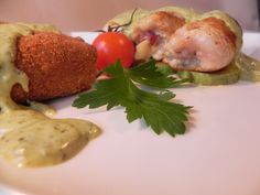 Turkey rolls with pesto genovese sauce (chicken breast filet, spinach, mozzarella, prosciutto, smoked cheese, pesto genovese sauce, potato croquettes, zucchini, cream)