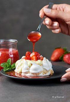 . AKZEPTIEREN Austrian Desserts, Pavlova, Strudel, Meringue, Panna Cotta, Cookies, Cake, Ethnic Recipes, Food
