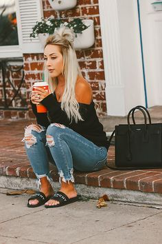 Blondie in the City Loose Black Knit Sweater Givenchy Slides YSL Bag Fall Outfit Mom Outfits, Spring Outfits, Casual Outfits, Cute Outfits, Fashion Outfits, Womens Fashion, Autumn Outfits, Givenchy Slides, Swagg