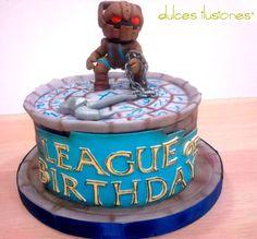 Tarta de Nautilus, del juego League of Legends (League of legends cake), League Of Legends, Macarons, Cakes For Boys, Nautilus, Boyfriend Gifts, Decorative Boxes, Birthdays, Birthday Cake, Baking