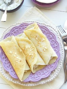 Bengali Heritage: Patishapta – Crêpes with Sweet Coconut Cardamom Filling Indian Desserts, Köstliche Desserts, Indian Food Recipes, Delicious Desserts, Yummy Food, Indian Sweets, Vegan Recipes, Bangladeshi Food, Bengali Food