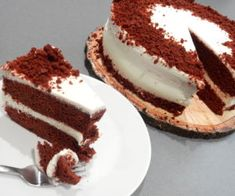 Red velvet cake Red Velvet Recept, Red Velvet Cake, Red Velvet Top, Pancake Muffins, Plum Cake, Cake Toppings, Cake Pans, Icing, Cake Recipes