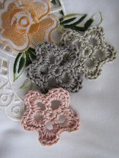 Flower applique by Little Treasure, via Flickr