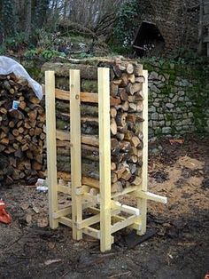 Cool 51 Pretty Diy Outdoor Firewood Storage Design Ideas To Have Right Now Firewood Rack Plans, Outdoor Firewood Rack, Firewood Logs, Firewood Storage, Green Woodworking, Woodworking Projects, Outdoor Projects, Wood Projects, Wood Store