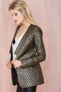 Metallic blazer -- The answer to  holiday party outfit dilemmas @scrapwedo