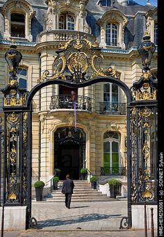 Champs Elysees Roundabout, Artcurial Gallery ---- Paris
