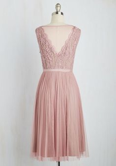 In this Adrianna Papell dress, you set a stylish tone that entices every onlooker. Enchanting details like a scalloped V-neckline, an embroidered bust, and a pleated skirt are swathed in a dusty rose mesh overlay, joining with a taupe lining to look ever-so-elegant. And, the way it twirls? The final chapter of this fairytale frock.