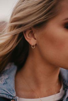Hammered Teardrop Stud Earrings. Gold Earrings. Minimalist Jewelry. Hammered Metal. #goldearrings #studearrings #minimalistjewelry #teardrop