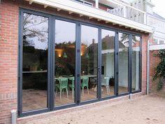 Purearchitecture - verbouwing Heemstede / leuke gekleurde eetkamerstoelen!